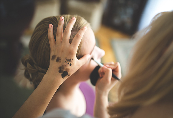 Look Gorgeous: Add Foundation to Your Make-up Regimen!
